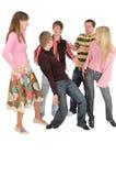 Imbécile adulte et rire de pièce de cinq jeune amis Image libre de droits