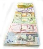 Imballa la valuta di carta in una linea Immagini Stock