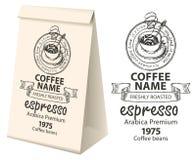Imballaggio di carta con l'etichetta per i chicchi di caffè Fotografie Stock