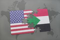 imbarazzi con la bandiera nazionale degli Stati Uniti d'America e del Sudan su un fondo della mappa di mondo Fotografie Stock Libere da Diritti