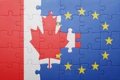 Imbarazzi con la bandiera nazionale del Canada e dell'Unione Europea Fotografie Stock Libere da Diritti