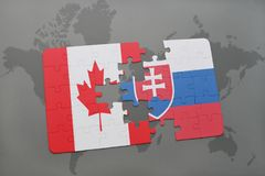 imbarazzi con la bandiera nazionale del Canada e della Slovacchia su un fondo della mappa di mondo Fotografie Stock