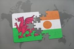 imbarazzi con la bandiera nazionale del Galles e del Niger su una mappa di mondo Fotografie Stock