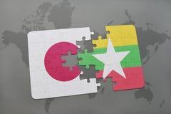 imbarazzi con la bandiera nazionale del Giappone e di myanmar su un fondo della mappa di mondo Immagine Stock Libera da Diritti
