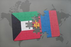 imbarazzi con la bandiera nazionale del Kuwait e della Mongolia su un fondo della mappa di mondo Fotografie Stock