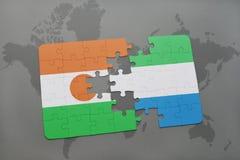 imbarazzi con la bandiera nazionale del Niger e della Sierra Leone su una mappa di mondo Immagine Stock