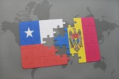 imbarazzi con la bandiera nazionale del peperoncino rosso e della Moldavia su un fondo della mappa di mondo Fotografie Stock