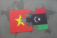 imbarazzi con la bandiera nazionale del Vietnam e della Libia su una mappa di mondo Immagine Stock
