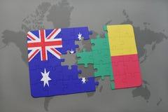 imbarazzi con la bandiera nazionale dell'Australia e del Benin su un fondo della mappa di mondo Fotografia Stock