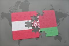 imbarazzi con la bandiera nazionale dell'Austria e della Bielorussia su un fondo della mappa di mondo Fotografia Stock
