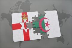 imbarazzi con la bandiera nazionale dell'Irlanda del Nord e dell'Algeria su una mappa di mondo Immagini Stock