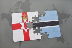 imbarazzi con la bandiera nazionale dell'Irlanda del Nord e del Botswana su una mappa di mondo Fotografia Stock