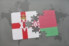 imbarazzi con la bandiera nazionale dell'Irlanda del Nord e della Bielorussia su un fondo della mappa di mondo Fotografia Stock