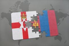 imbarazzi con la bandiera nazionale dell'Irlanda del Nord e della Mongolia su una mappa di mondo Fotografia Stock Libera da Diritti