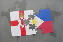 imbarazzi con la bandiera nazionale dell'Irlanda del Nord e delle Filippine su una mappa di mondo Fotografia Stock Libera da Diritti