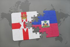imbarazzi con la bandiera nazionale dell'Irlanda del Nord e dell'Haiti su una mappa di mondo Fotografia Stock Libera da Diritti