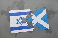 imbarazzi con la bandiera nazionale dell'Israele e della Scozia su un fondo della mappa di mondo Fotografie Stock Libere da Diritti