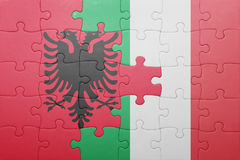 Imbarazzi con la bandiera nazionale dell'Italia e dell'Albania Fotografia Stock Libera da Diritti
