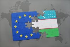 imbarazzi con la bandiera nazionale dell'Uzbekistan e l'Unione Europea su una mappa di mondo Immagini Stock Libere da Diritti