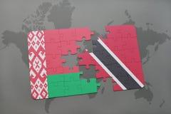 imbarazzi con la bandiera nazionale della Bielorussia e dei Trinità e Tobago su una mappa di mondo Immagini Stock Libere da Diritti