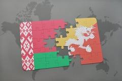 imbarazzi con la bandiera nazionale della Bielorussia e del Bhutan su una mappa di mondo Fotografie Stock