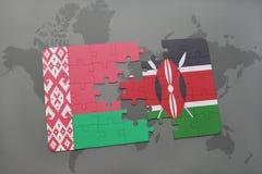 imbarazzi con la bandiera nazionale della Bielorussia e del Kenia su una mappa di mondo Fotografia Stock