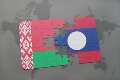 imbarazzi con la bandiera nazionale della Bielorussia e del Laos su una mappa di mondo Fotografia Stock Libera da Diritti