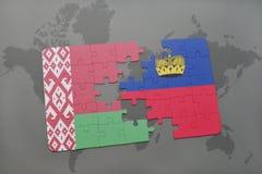 imbarazzi con la bandiera nazionale della Bielorussia e del Liechtenstein su un fondo della mappa di mondo Fotografie Stock
