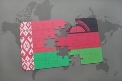 imbarazzi con la bandiera nazionale della Bielorussia e del Malawi su una mappa di mondo Fotografia Stock