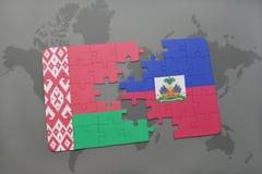 imbarazzi con la bandiera nazionale della Bielorussia e dell'Haiti su una mappa di mondo Fotografie Stock
