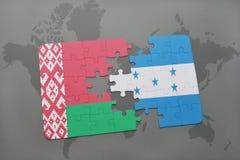 imbarazzi con la bandiera nazionale della Bielorussia e dell'Honduras su una mappa di mondo Immagine Stock Libera da Diritti