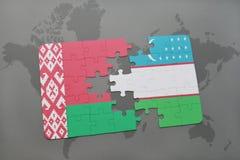 imbarazzi con la bandiera nazionale della Bielorussia e dell'Uzbekistan su una mappa di mondo Immagini Stock