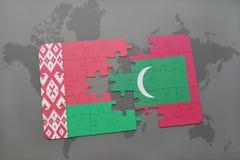 imbarazzi con la bandiera nazionale della Bielorussia e delle Maldive su una mappa di mondo Immagini Stock