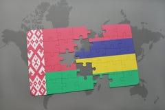 imbarazzi con la bandiera nazionale della Bielorussia e delle Mauritius su una mappa di mondo Fotografie Stock Libere da Diritti