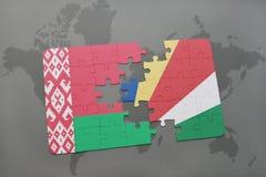 imbarazzi con la bandiera nazionale della Bielorussia e delle Seychelles su una mappa di mondo Fotografia Stock Libera da Diritti