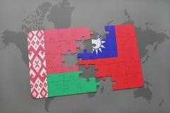 imbarazzi con la bandiera nazionale della Bielorussia e di Taiwan su una mappa di mondo Immagini Stock Libere da Diritti