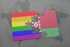 imbarazzi con la bandiera nazionale della Bielorussia e la bandiera gay dell'arcobaleno su un fondo della mappa di mondo Immagine Stock