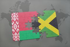 imbarazzi con la bandiera nazionale della Bielorussia e della Giamaica su una mappa di mondo Fotografie Stock Libere da Diritti