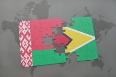imbarazzi con la bandiera nazionale della Bielorussia e della Guyana su una mappa di mondo Fotografie Stock Libere da Diritti