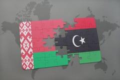 imbarazzi con la bandiera nazionale della Bielorussia e della Libia su una mappa di mondo Fotografia Stock Libera da Diritti