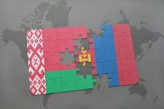 imbarazzi con la bandiera nazionale della Bielorussia e della Mongolia su una mappa di mondo Fotografia Stock Libera da Diritti