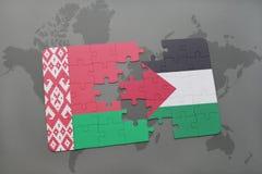 imbarazzi con la bandiera nazionale della Bielorussia e della Palestina su una mappa di mondo Fotografia Stock Libera da Diritti