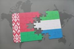 imbarazzi con la bandiera nazionale della Bielorussia e della Sierra Leone su una mappa di mondo Immagini Stock Libere da Diritti