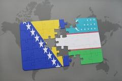 imbarazzi con la bandiera nazionale della Bosnia-Erzegovina e dell'Uzbekistan su una mappa di mondo Immagine Stock