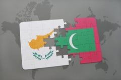 imbarazzi con la bandiera nazionale della Cipro e delle Maldive su una mappa di mondo Immagine Stock Libera da Diritti