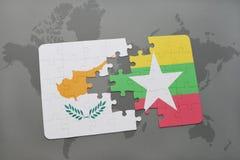 imbarazzi con la bandiera nazionale della Cipro e di myanmar su una mappa di mondo Immagini Stock Libere da Diritti