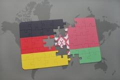 imbarazzi con la bandiera nazionale della Germania e della Bielorussia su un fondo della mappa di mondo Fotografia Stock Libera da Diritti