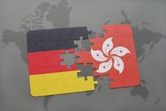imbarazzi con la bandiera nazionale della Germania e di Hong Kong su un fondo della mappa di mondo Fotografia Stock Libera da Diritti