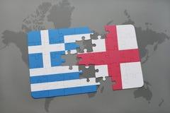 imbarazzi con la bandiera nazionale della Grecia e dell'Inghilterra su un fondo della mappa di mondo Immagine Stock