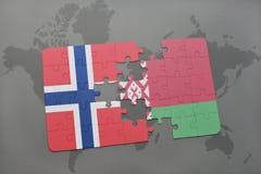 imbarazzi con la bandiera nazionale della Norvegia e della Bielorussia su un fondo della mappa di mondo Fotografia Stock Libera da Diritti